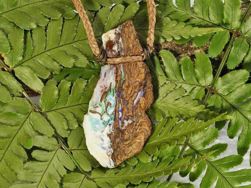 白砂勝敏 鉱物ジュエリー ボルダーオパール