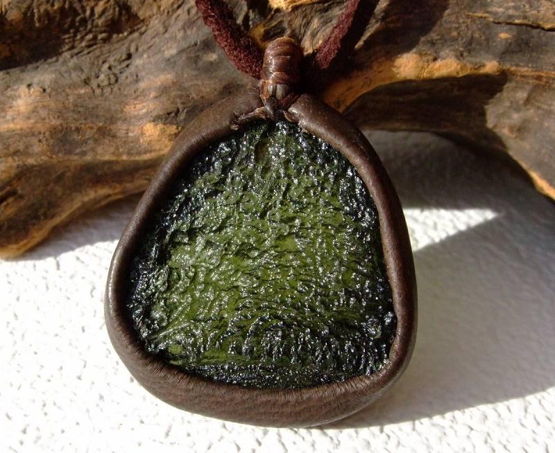白砂勝敏 鉱物ジュエリー モルダバイト