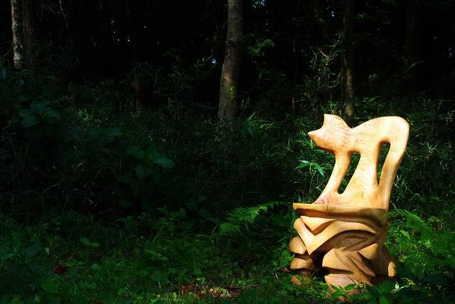 白砂勝敏 一木彫り椅子 未来から来た古代生命体1